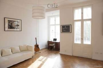 Spacious 4-room apartment with a balcony and lots of natural light, 10713 Berlin, Apartment for sale